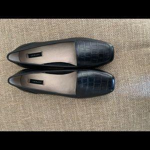 EUC  Array Shoes - size 8 Black leather - like new